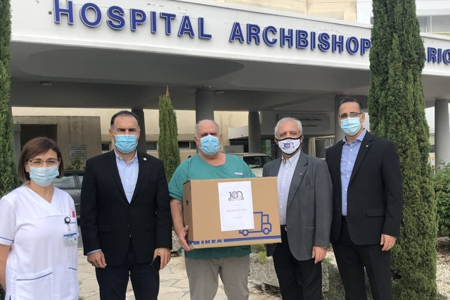 """Δωρεά 1000 μασκών στο Νοσοκομείο """"Αρχιεπίσκοπος Μακάριος ΙΙΙ"""" για το προσωπικό"""